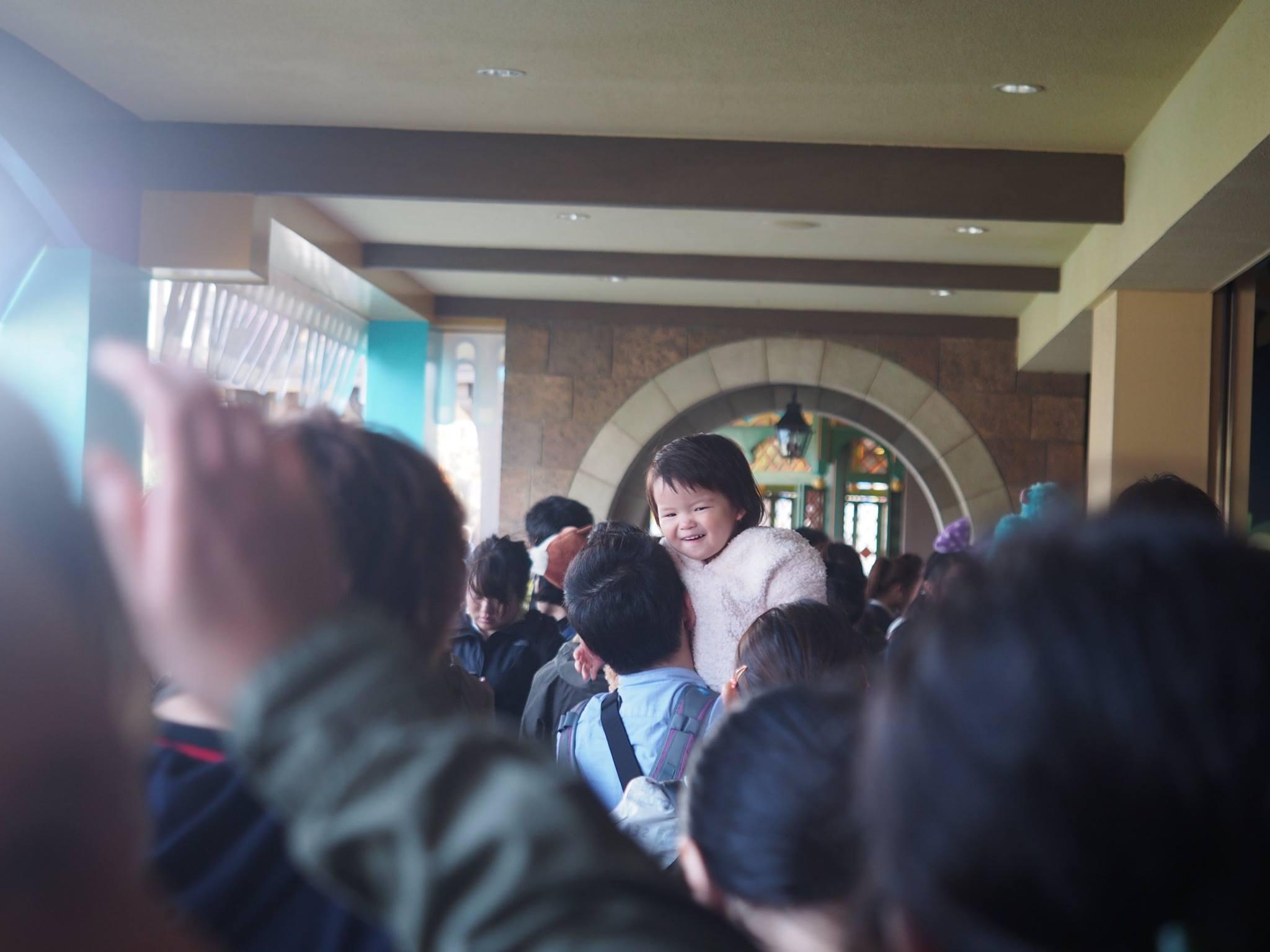 child in queue tokyo disneyland