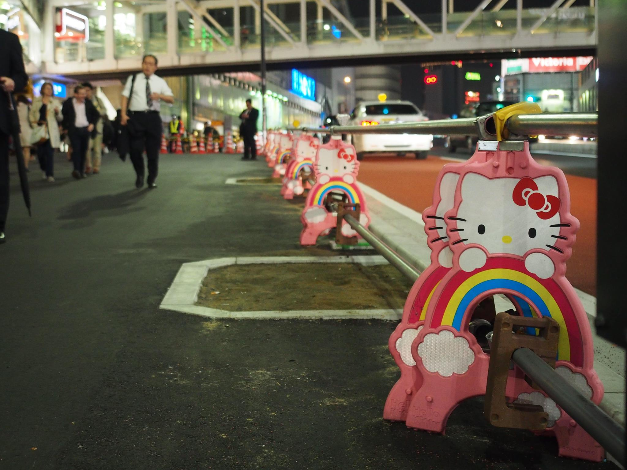 hello kitty road signs shinjuku