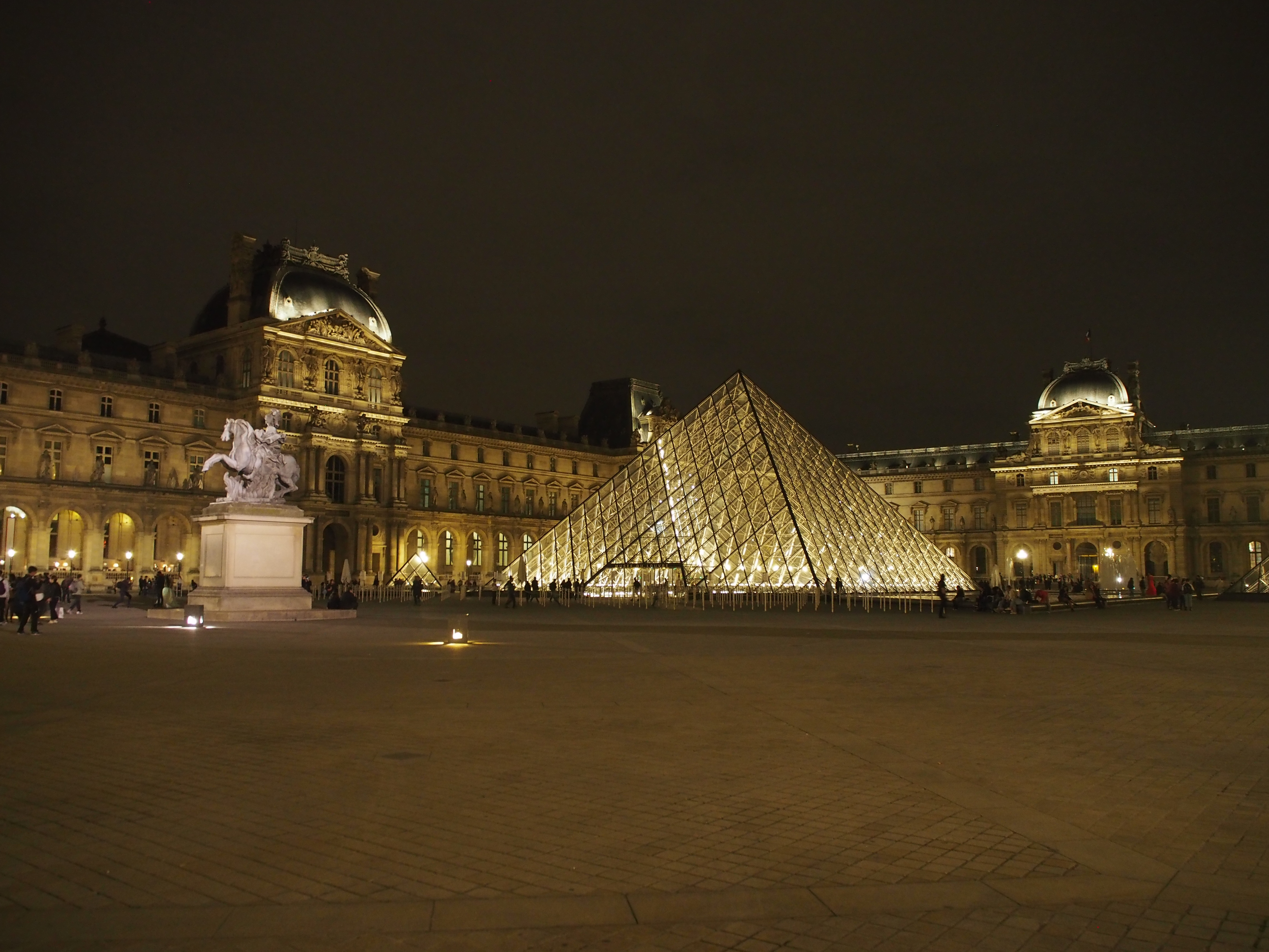louvre paris night